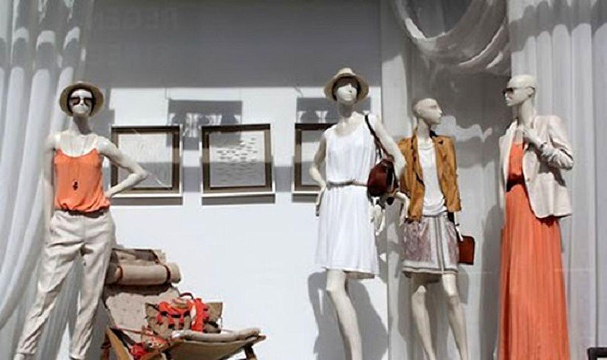 جنجال یک دختر مانکن در مشهد / دختر مانکن در ویترین یک مغازه مشهدی+ عکس باورنکردنی