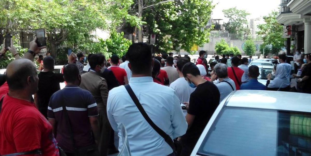 با وساطت مدیرعامل پرسپولیس هواداران بازداشتی به جز یکی آزاد شدند