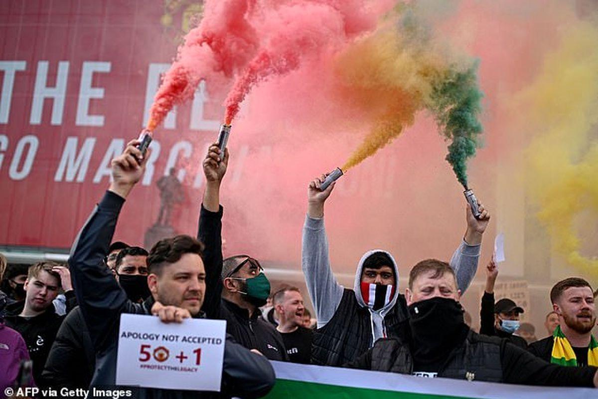 آشوب و هجوم هواداران خشمگین منچستر یونایتد به الترافورد+تصاویر