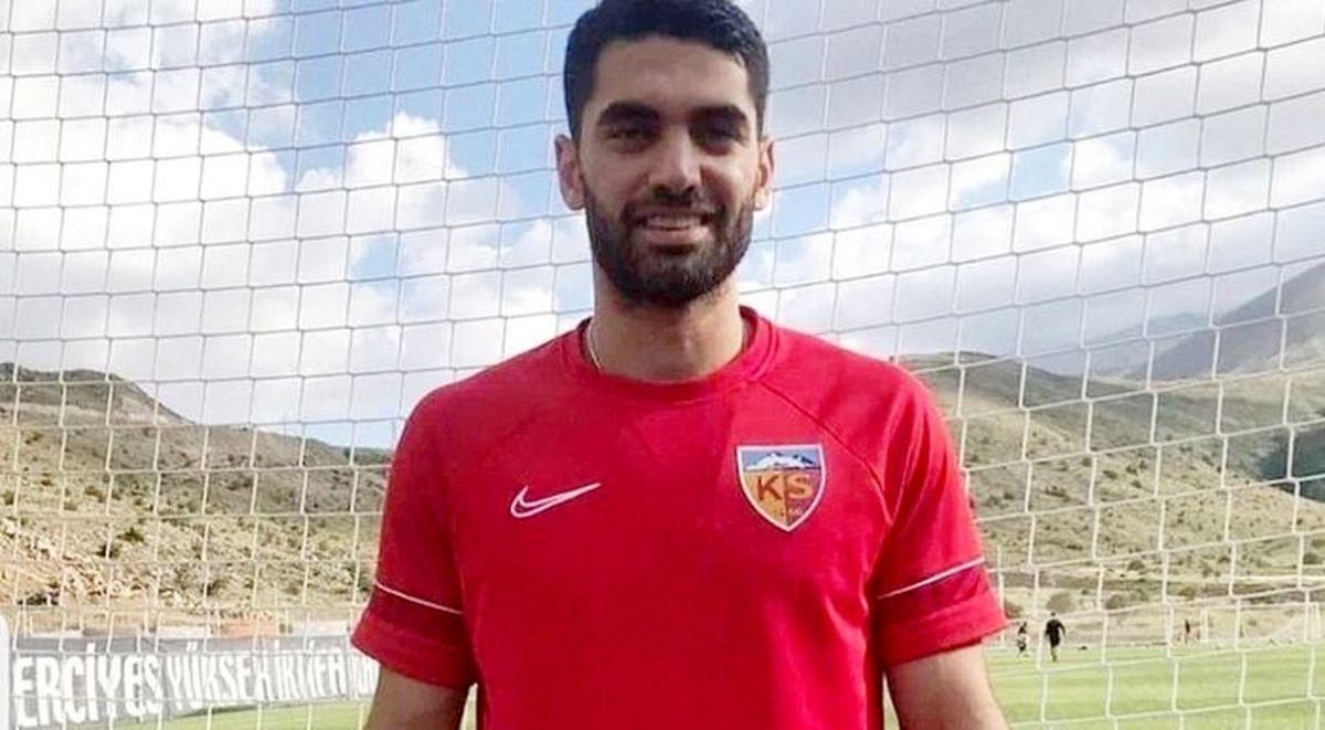 علی کریمی همبازی حسینی در کایسری اسپور ترکیه
