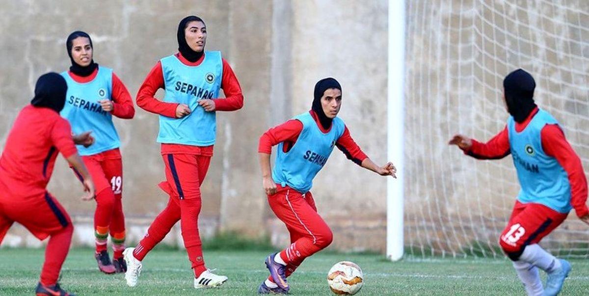 در اقدامی عجیب تمرین تیم ملی بانوان با لباس سپاهان